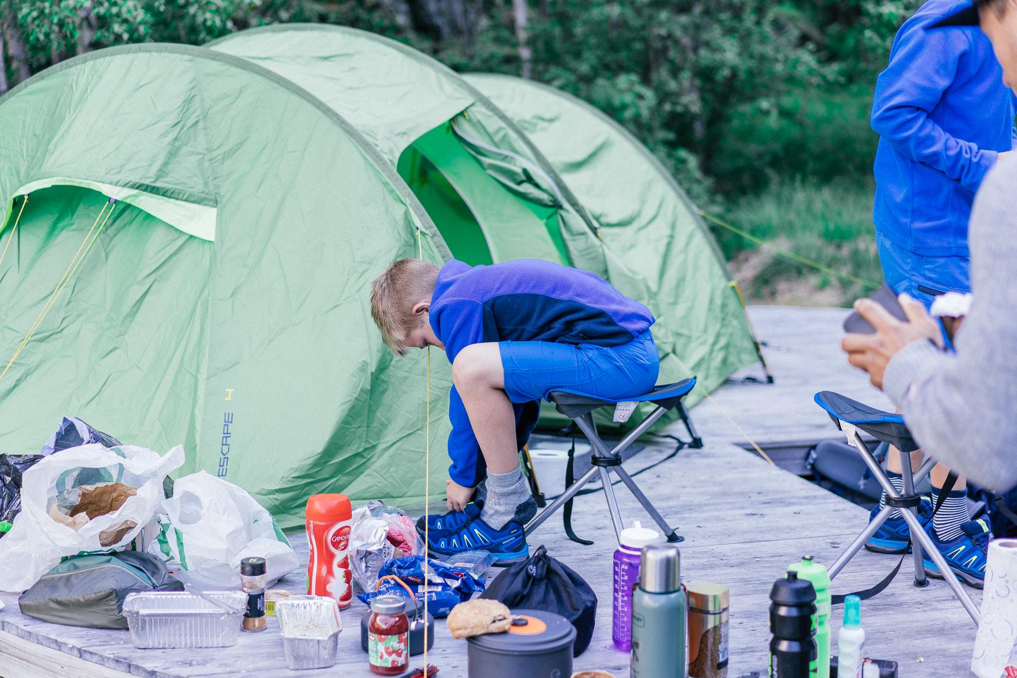 NORGESFERIE | dag 4 og 5 Vettisfossen, telttur og Høljahølen